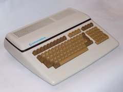 The Commodore 610 computer, front view.