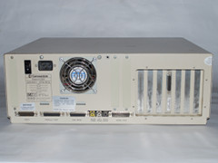 Achterzijde van de Amiga 2000 computer.