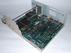 Het moederbord van de Amiga 2000 computer.