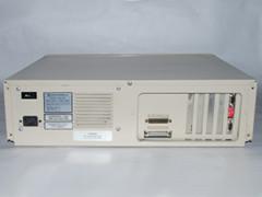 Achterzijde van de Commodore PC 20-II computer.
