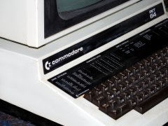 The instruction sticker on the Commodore Educator 64.