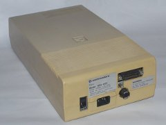 De Commodore SFD-1001 disk drive.