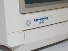 Das Logo der Commodore 1942 Monitor.